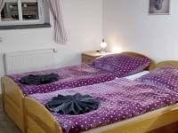 apartmán Anče- čtyřlůžková ložnice s manželskou  postelí a palandou