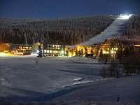 večerní pohled na skiareál Pomezky