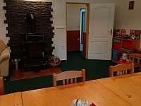 Společenská místnost po renovaci - chata ubytování Křížlice