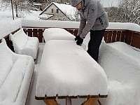 Terasa v zimě - pronájem chaty Křížlice