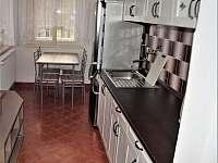 Apartmán 1 - Kuchyň s jídelním koutem - chalupa k pronajmutí Jablonec nad Jizerou