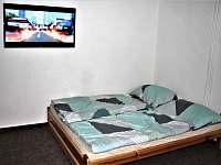 Apartmán 1 - Obývací místnost s dvoulůžkem - chalupa k pronájmu Jablonec nad Jizerou