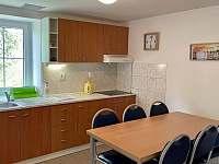 Plně vybavená kuchyně s jídelnou - chalupa ubytování Černý Důl - Čistá v Krkonoších