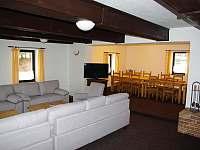 Společenská místnost - pronájem chalupy Žacléř