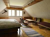 Druhý pokoj v patře - pronájem chalupy Bratrouchov