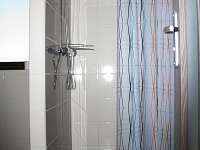Sprcha patro - chata k pronájmu Vidochov