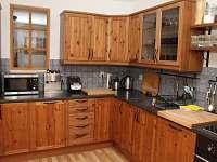 Kuchyně je vybavena všemi běžnými spotřebiči