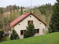Pohled na dům shora do údolí Jizerky