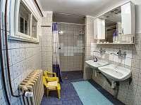 koupelna - sprchy - chata k pronájmu Janské Lázně