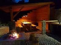 Večer u ohně - pronájem chaty Pec pod Sněžkou - Velká Úpa