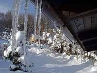 Lednové ráno u chaty - k pronájmu Prkenný Důl