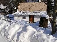 Pohled z příjezdové cesty - chata ubytování Prkenný Důl
