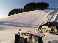 Skiareál Arrakis - dojezd sjezdových tratí a nástupiště na lyžařské vleky - chata ubytování Prkenný Důl