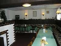 Jídelna - společenská místnost - chata k pronajmutí Dolní Dvůr