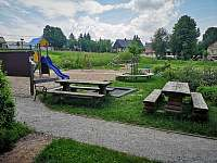 Hřiště u školy, 3minuty pěšky - Poniklá