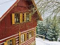 Pohled na štít chaty z venku - k pronajmutí Malá Úpa