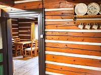 Vstup z kuchyně do společenské místnosti - chata k pronájmu Malá Úpa