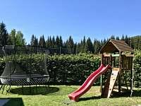 Dětské hřiště s trampolínou - vila ubytování Harrachov