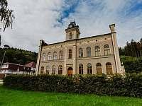 Apartmá Na Horách - bývalá budova školy - ubytování Svoboda nad Úpou