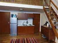 Obývací pokoj s plně vybaveným kuchyňským koutem - apartmán ubytování Svoboda nad Úpou