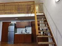 Schody na mezonet s otevírací zábranou - apartmán k pronájmu Svoboda nad Úpou