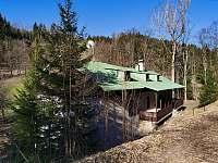 Hořická chata, pohled od příjezdové cesty - k pronájmu Černý Důl