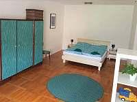ložnice manželská postel - apartmán ubytování Svoboda nad Úpou
