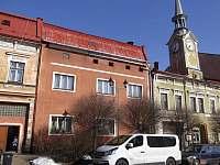 Svoboda nad Úpou - pohled na dům z náměstí -