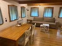 Kuchyň s obývákem - chalupa k pronajmutí Stárkov - Bystré