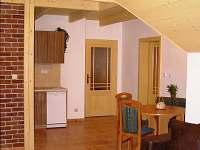 Rozárka -  apartmán v podkroví - jídelní kout
