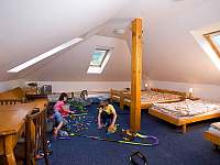Podkrovní pokoj č. 8  4 - 6 lůžek