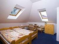 Podkrovní pokoj č. 9 , až 6 lůžek