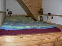 2lůžkový pokoj se zvýšenou palandou v podkroví