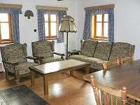 Společenská místnost v přízemí - pronájem chalupy Radvanice - Slavětín