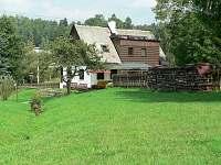 Velká oplocená zahrada - chalupa ubytování Radvanice - Slavětín