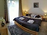 Ložnice s manželskou postelí - pronájem chalupy Hostinné