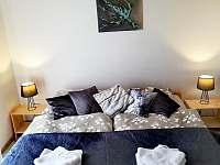 Ložnice s manželskou postelí - Hostinné