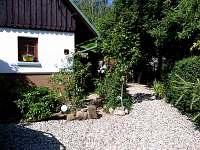 pohled ze spodní části zahrady