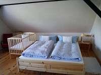 4 lůžkový pokoj s postýlkou