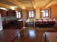 kuchyně+jídelní stůl - chalupa k pronájmu Benecko