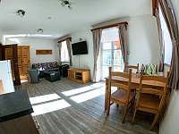 Obývací pokoj s kuchyňským koutem - Pec pod Sněžkou