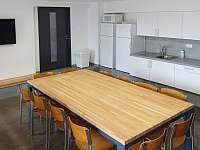 Společná kuchyně červeného, zeleného a modrého apartmánu - ubytování Janské Lázně