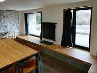 Společná kuchyně červeného, zeleného a modrého apartmánu jiný pohled - Janské Lázně
