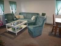 Společný prostor - obývací pokoj s jídelním koutem - pronájem chalupy Rudník