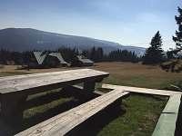 Sezení- výhled na Černou horu