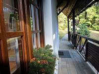 Chata Labaika - vstup do chaty z vrchní terasy