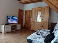 2.ložnice v patře - chalupa k pronajmutí Poniklá