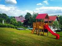 Dětské hřiště je k dispozici od 1. dubna do září :-) - chalupa k pronájmu Vysoké nad Jizerou