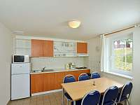 kuchyňský kout + jídelna - chata ubytování Čistá