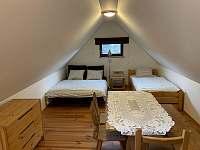 Ložnice v podkroví 3 s rozloženými lůžky - Nemojov - Starobucké Debrné